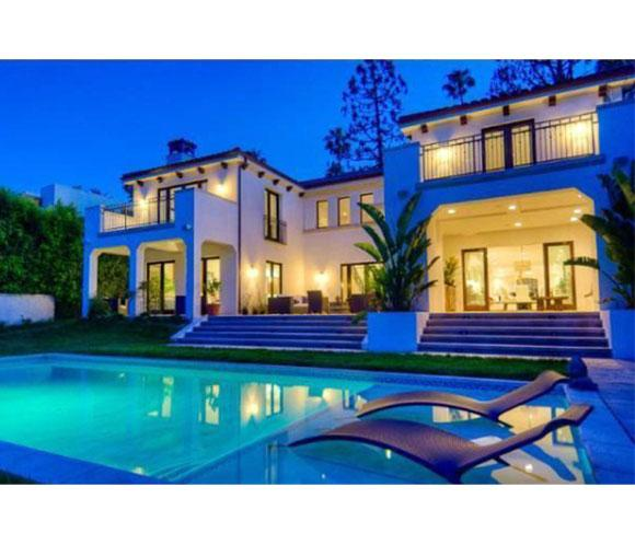 Charlie sheen vende su media agua antofacity for Casa de eventos la mansion sabanalarga